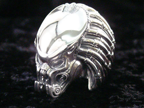 aliensandpredators:  Rakuten: Alien vs Predator Celtic Predator Ring