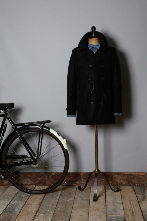 Baracuta AW11 Monaco G37 Double Breasted Trench Coat Baracuta has a long history and reputation of manufacturing some of the worlds finest raincoats and this one lives up to that proud manufacturing tradition. 100% Cotton Fully Lined with Fraser Tartan Leather Buckles Baracuta Branded Corozo Buttons Internal Pockets Get yours here