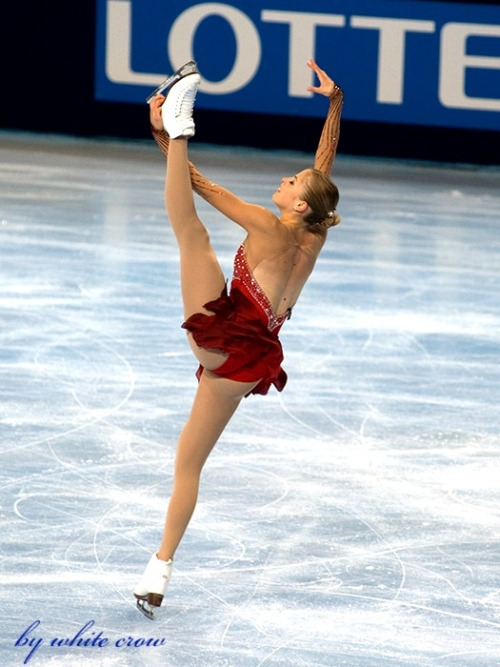 beautiful-shapes:  Carolina Kostner, 2010 SP