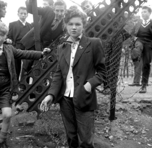 The Teddy Girls // via riyabellavintage.