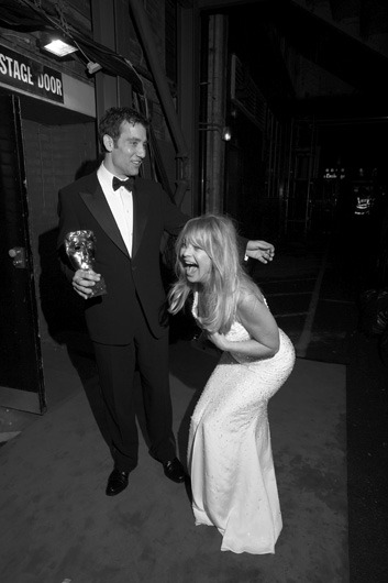 awesomepeoplehangingouttogether:  Clive Owen and Goldie Hawn