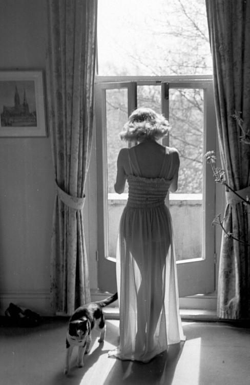 ebbynezer:  A woman in a nylon nightie by Charmese. (Photo by Kurt Hutton/Picture Post/Getty Images). 30th April 1949 via gonzales82