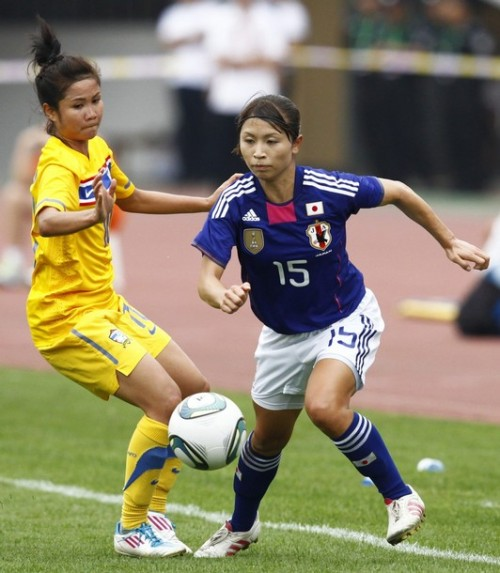 Aya Sameshima (R) of Japan controls the ball beside Sunisa Srangthaisong of Thailand during their match at the women's qualifying soccer tournament for the 2012 Olympic Games in Jinan, Shandong province September 1, 2011 (via Photo from Reuters Pictures)