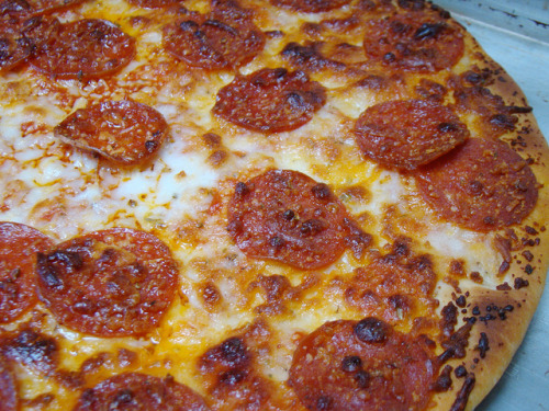 afickleheartandabitterness:  Yves Pepperoni and Daiya Pizza by norwichnuts on Flickr.