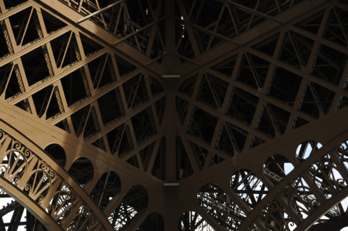onemanscase:  Iron Web. Yes. It's Paris