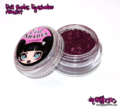 nymphette415:  Evil Shades Amulet Vamp with sparkles