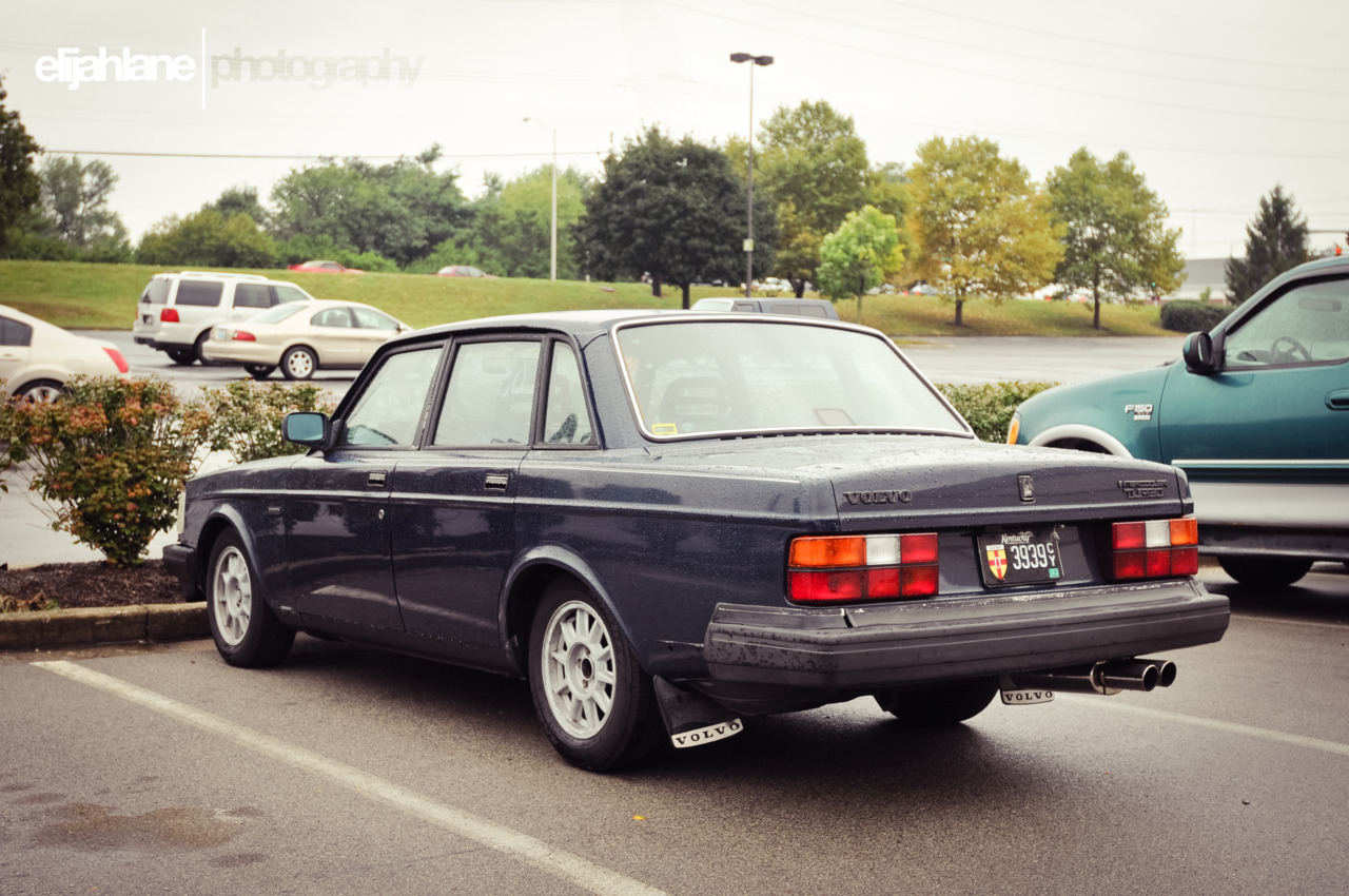 oprahh:  Volvo 240 Turbo