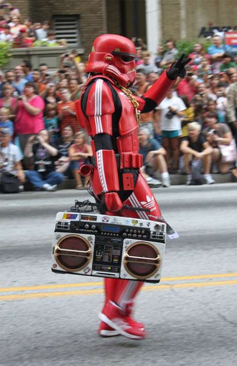 albotas:  Oldskool Hip-Hop Stormtrooper Cosplay This is THE greatest Stormtrooper cosplay of all time. Unless you're a chick with a bangin' body and killer rack, there's really no point trying to top this dude. Pic taken at Dragoncon 2011 by Seth Mohs. (via Obvious Winner)  like a boss.