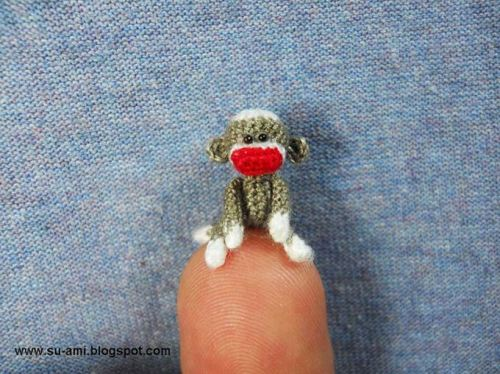 amorningcupofjo:  Itsy bitsy crocheted sock monkey by Suami Shop!