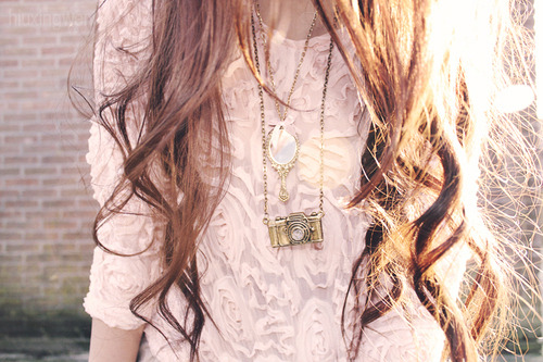 I'd kill for her necklace.