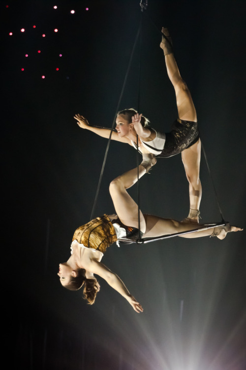 aerial acrobatics set to 'i dreamed a dream'