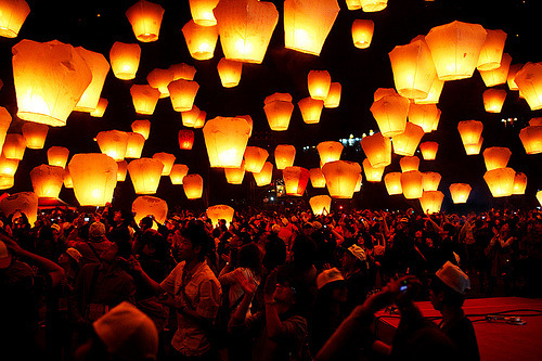 surferdude182:  Sky Lantern (by louistop)