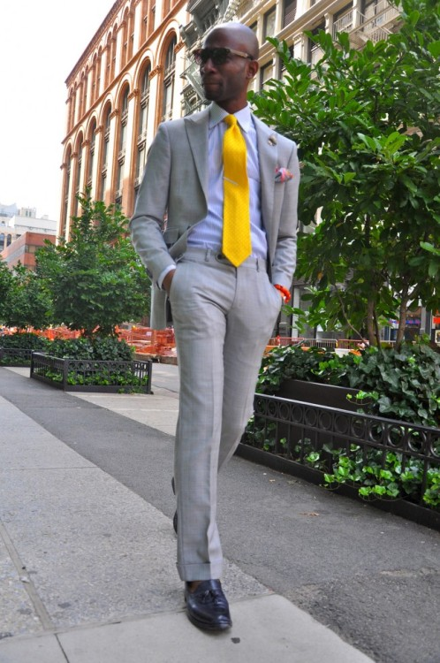 (via GREY SUIT, YELLOW TIE   NAVY TASSELS | PREPPY FASHION BLOG trashness)