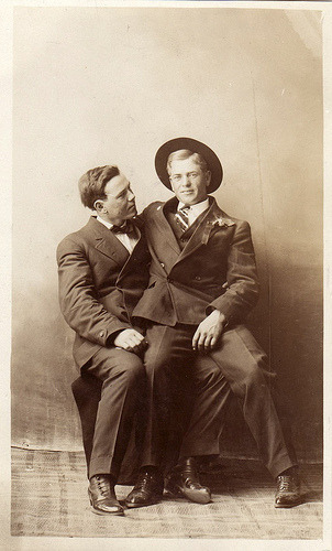 1910 Two men share some quality time together. (via boobob92)