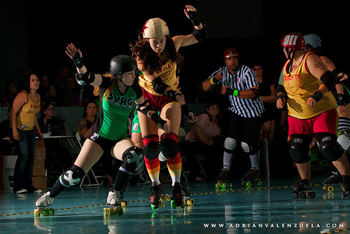 fuckyeahrollergirls:  (by Adrian Valenzuela Photography)