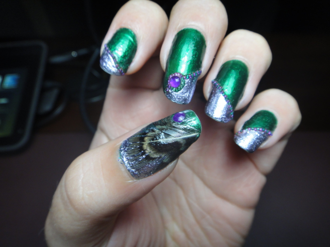 thefailnail:  Feather Nails! So I have been obsessed with feathers lately (I absolutely LOVE feather hair extensions :P) so I decided to try out the whole feather nail thingy and I thought the feather was pretty cute.