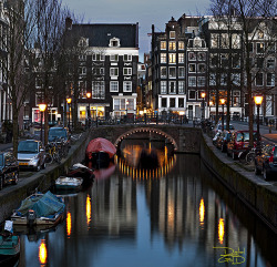 agoodthinghappened:  Amsterdam Canal by DiGitALGoLD on Flickr.