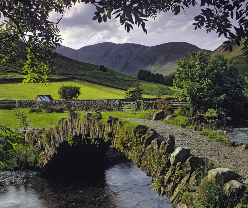 AHHH … Lake District, such sweet memories  … i was there  when the lake mirrored the autumn warmth of its trees with leaves of gold, amber and russet … beautiful-earth:  Wastwater, Lake District, England by Ian Cameron