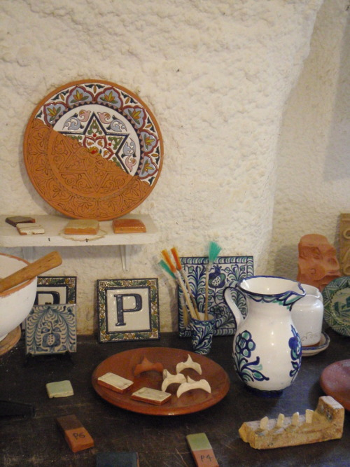 Pottery display in the Sacromonte caves.