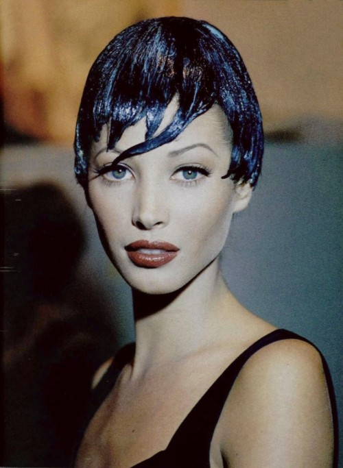 jcsef:  petrole:  christy turlington backstage at chanel fall winter 1992/93 haute couture  how