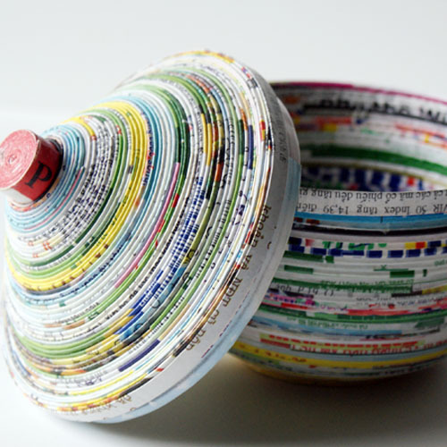 truebluemeandyou:  DIY Coiled Magazine Dish with Lid. Found at Saved by Love Creations here. This is not the fastest project but it is virtually free and the end result, if it comes close to the photo, is really pretty.
