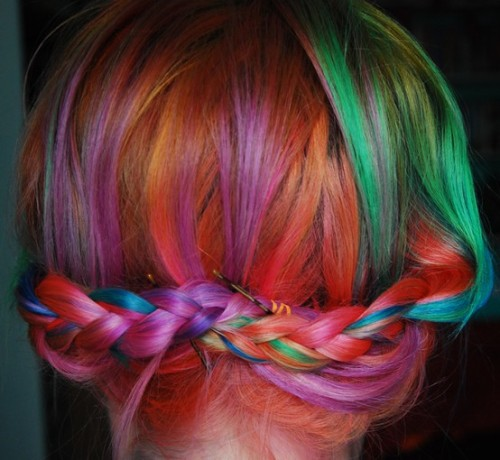 happyhues:  Cool -  you can go to braid bars to get your hair done?! I want braids and rainbow hair please thanks. (via braid bars, pinterest)