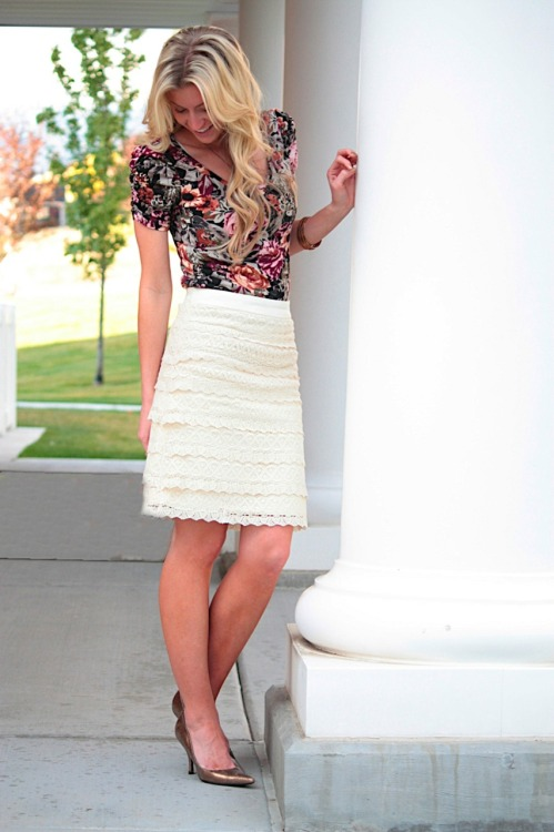 Make this fabulous lace pencil skirt, tutorial from Elle Apparel here