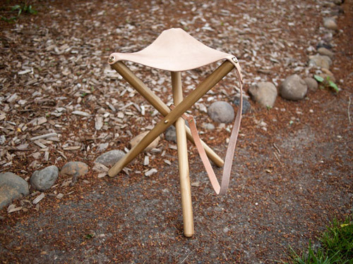 (via diy project: tripod camping stool | Design*Sponge)