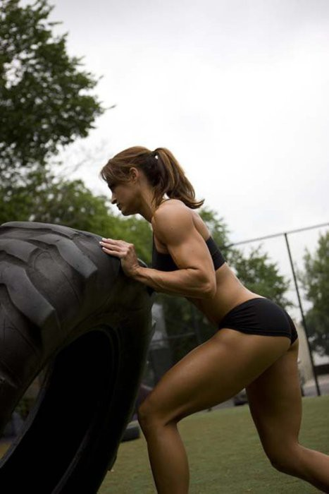 urmindiseverything:  strong WOman workout!  I love flipping things around especially when it's 2-3 times my weight :)