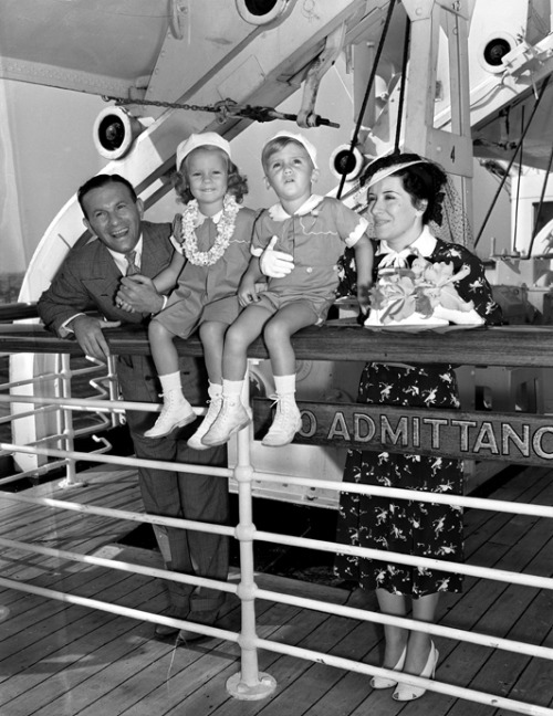 george burns, gracie allen, and their kids. 1938.