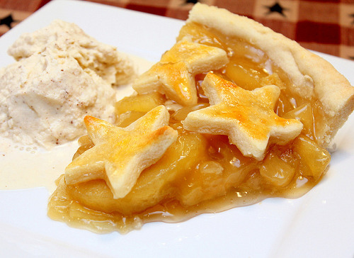 foodescapades:  Apple Pie with Homemade Ice Cream