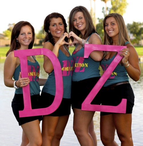 teachmehow2snuggie:  Delta Zeta at Arizona State University