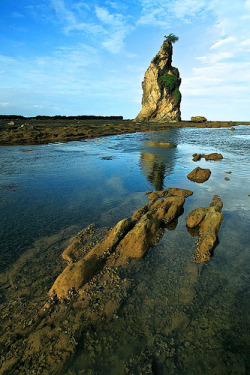 The Pillar of Rock, Tanjung Layar, Sawarna Beach | Banten - Indonesia (by sambodo)