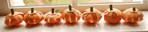 cajunmama:  (via how to make paper pumpkins tutorial | Craftaholics Anonymous)