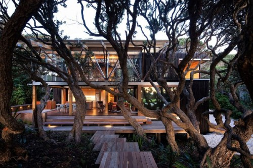weandthecolor:  Pohutukawa Beach House   The Pohutukawa Beach House in New Zealand is designed by Herbst Architects. More architecture inspiration. posted byW.A.T.C. // Facebook // Twitter // Google+