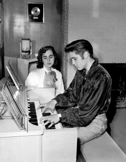 theniftyfifties:  Elvis and his organ.