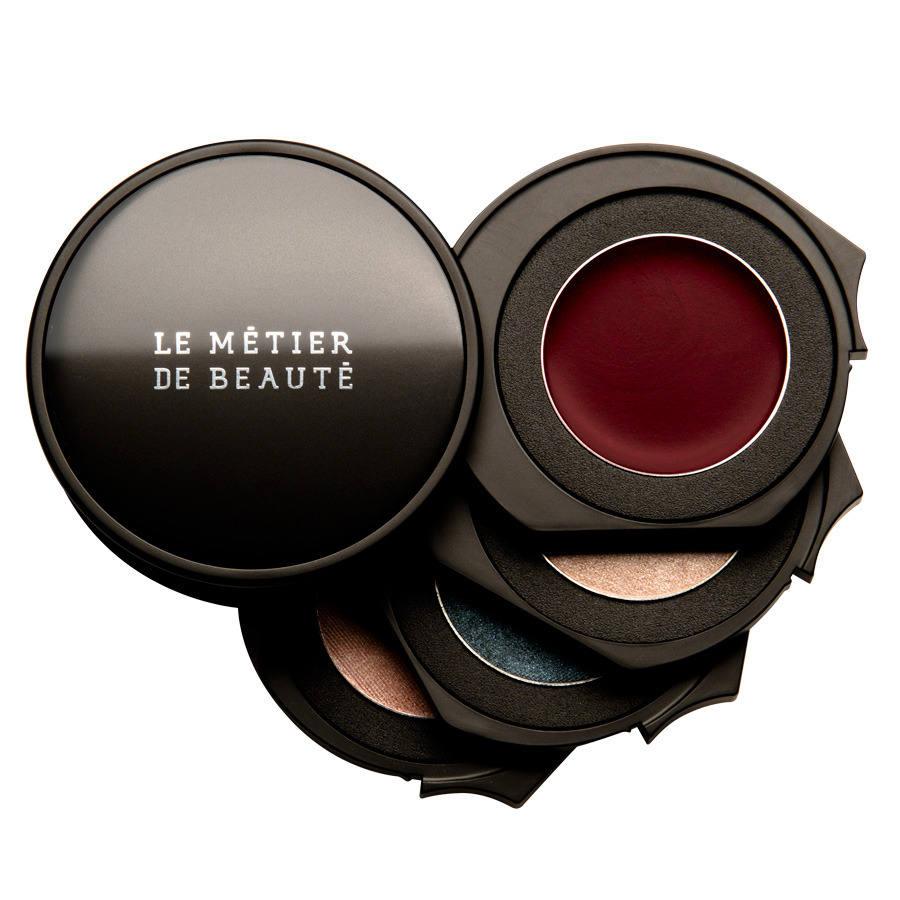 Oscar understands the importance of a red lip. His palette for Le Metier de Beaute, out today.