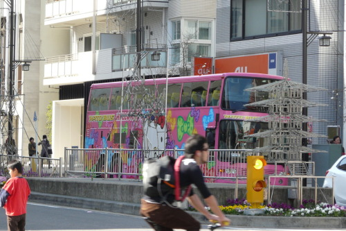 Hello Kitty Bus, photo taken by me dadykun March 22, 2010 in Tokyo, Japan