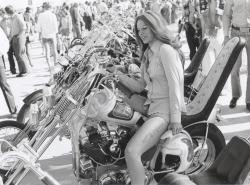 BIKES, BIKINIS, BEER & BEACH | VINTAGE DAYTONA BEACH BIKE WEEK Some bike. Dig the aggressive ink on the thigh action ~ image by Regis Decobeck Read more…