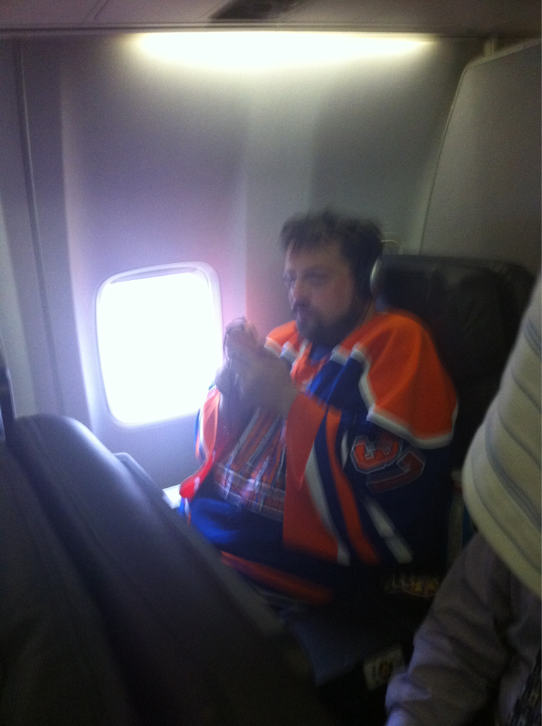 morrowplanet:  Oh, and Kevin Smith is also on my flight. We're like best buds now.  Does Kevin know that he's in the presence of THE Mike Morrow, DAMMIT?