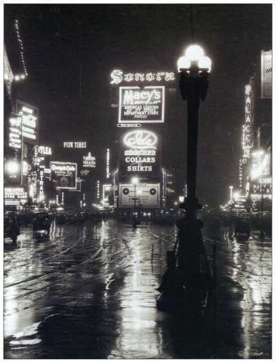 gaksdesigns:  A rainy night in Times Square, 1923.