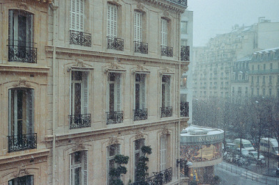 Paris under the snow (by lifeisboring)