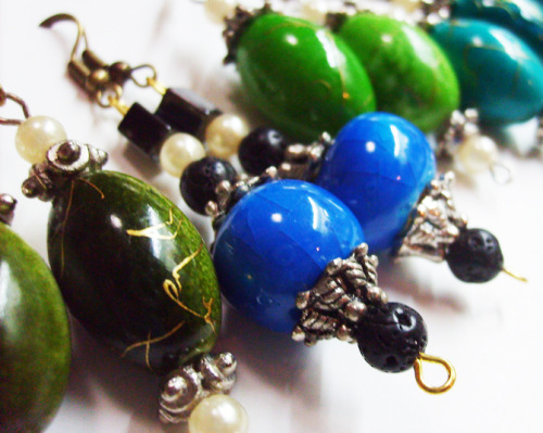 I love the colors of the Mediterranean, which I try to bring out in my jewelry: The deep colors that make you love life. The mixed and rich cultures. The fact Italians are part of it all :) These are handmade earrings made with bohemian hands, by a boho jewelry maker: Moi :) ————————————— (via Karboojeh.wordpress.com)