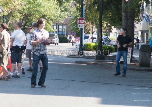 onemoremistake:  J2 playing football on the set of 7x06. :3 [x]  ded. blood everywhere. hngggggggggggggggggggggggggggggg