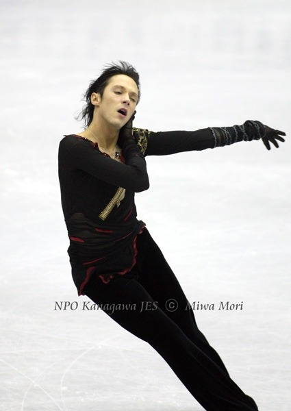 beautiful-shapes:  Johnny Weir, GPF 2008
