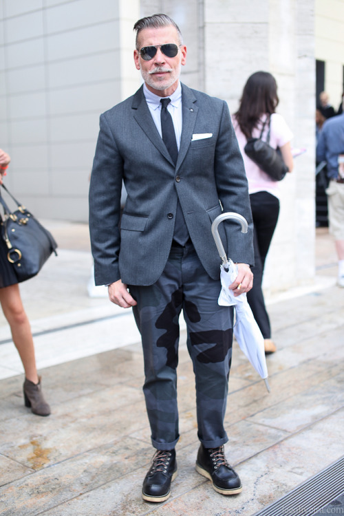 thedandygentleman:  Nick Wooster  Outside BCBGMAXAZRIA…New York | LEE OLIVEIRA)