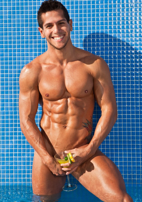 hunkdude:  HunkDude: ♂   Smile shines as bright as the sun, but what a teaser…