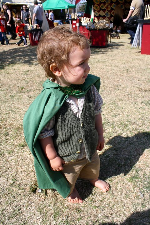 starkidlisa:  If I have a son one day, he will wear this. I will make my husband agree to it.  A BABY HOBBIT! d'awwwww!