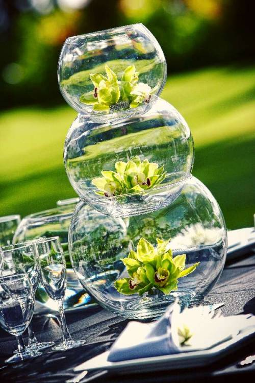 bridalsnob:  {Centerpiece idea} Stacked glass bowls