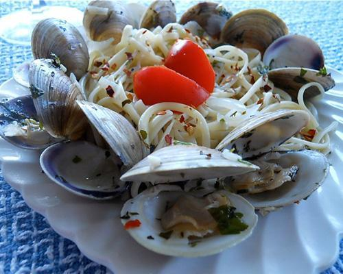 mothernaturenetwork:  Recipe: Clams in white wine sauceA basic pasta and clams dish makes an elegant meal for the cooking challenged. Check out some of our other sustainable seafood recipes.
